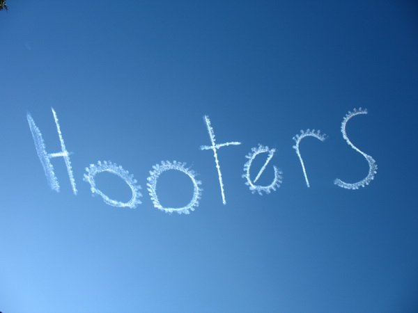 Hooters skywriting by Oliver Wales, CC BY-ND 2.0
